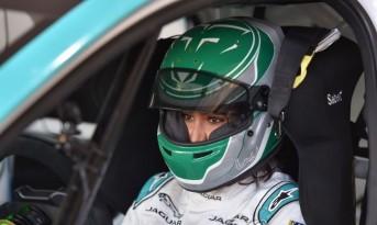사우디 최초 여성 카레이서 주팔리