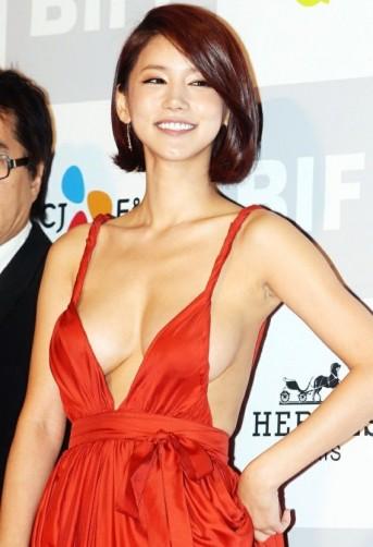 배우 오인혜, 시상식 노출 드레스 악플로